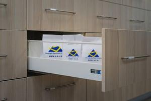 Medicijnen in de kast bij de Verenigde Apotheken in Limburg.